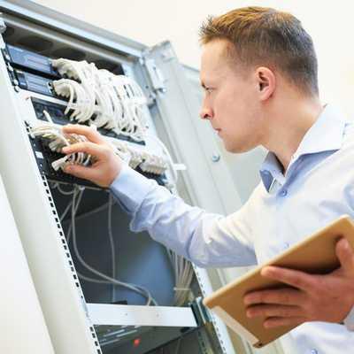 Vérification du fonctionnement des systèmes de sécurité par contrat de vérification